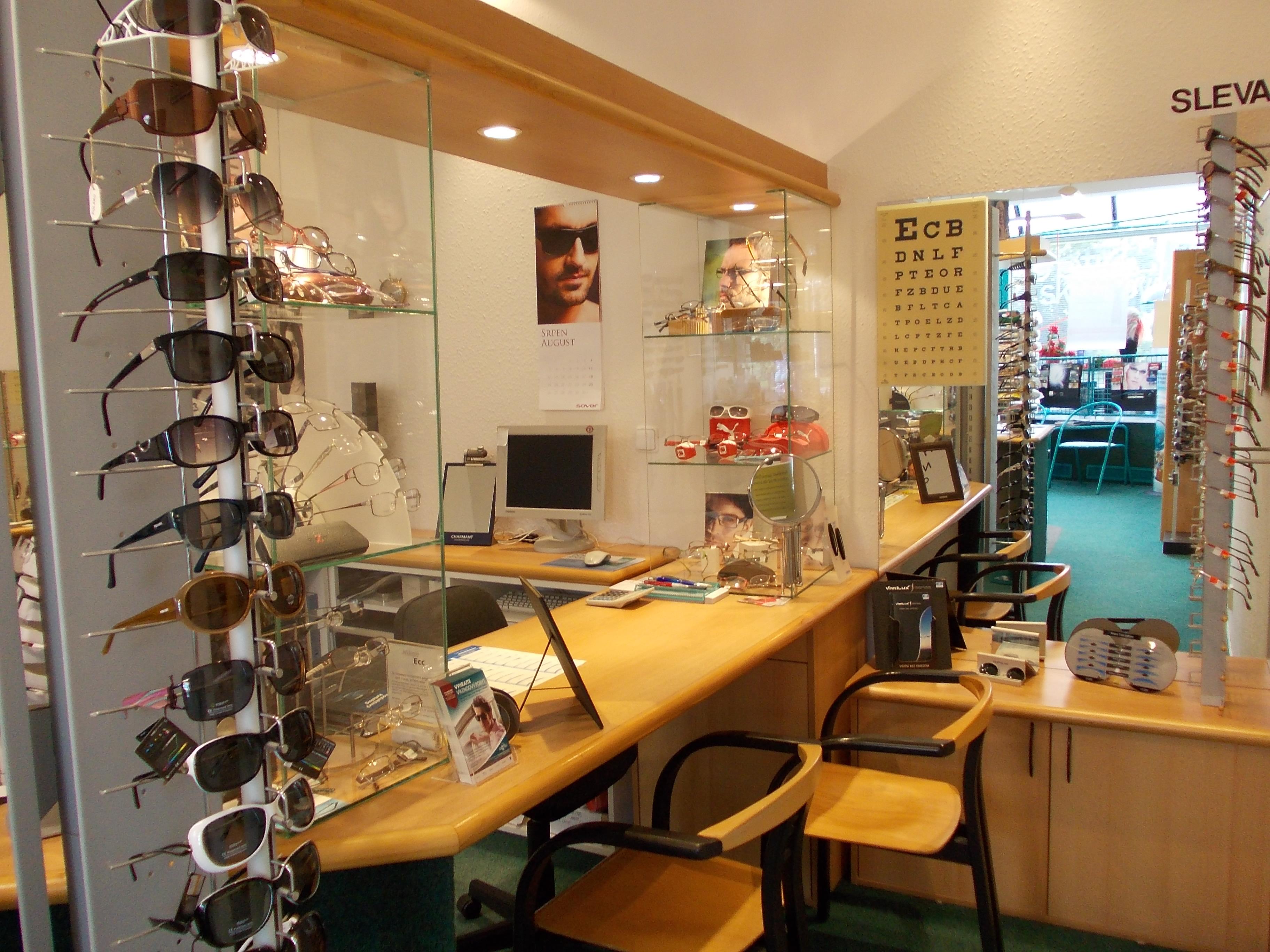 Prostor pro konzultace a výběr brýlí